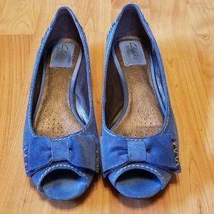 CLARKS   peep toe suede flats